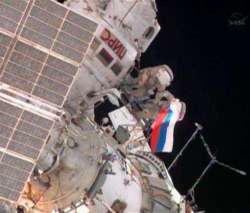 Russian spacewalkers encounter faulty equipment