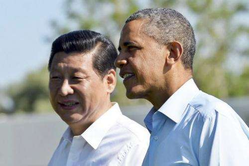 US President Barack Obama (R) and Chinese President Xi Jinping take a walk in Rancho Mirage, California, on June 8, 2013