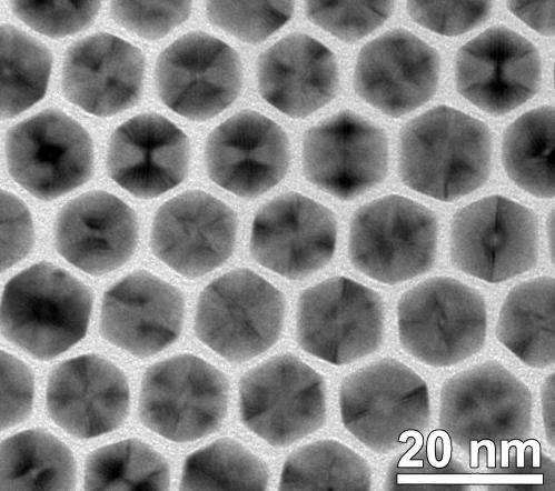 Researchers develop unique method for creating uniform nanoparticles