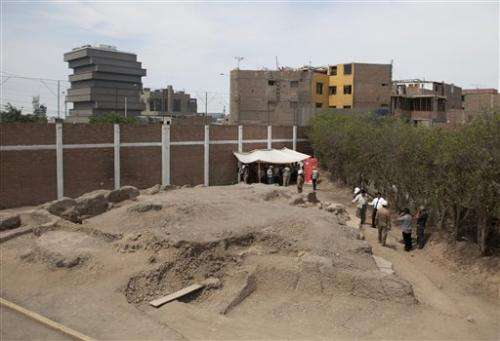 11 pre-Hispanic bodies found at Peru sports center