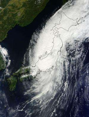2 NASA satellites track Typhoon Man-yi across Japan