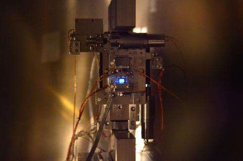 'Beam sharing': Two experiments with one X-ray laser
