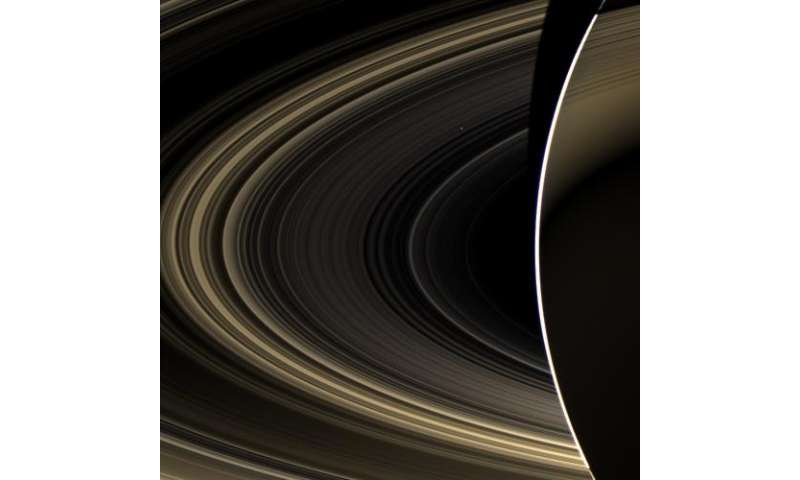 Cassini spies Earth's twin planet from Saturn orbit