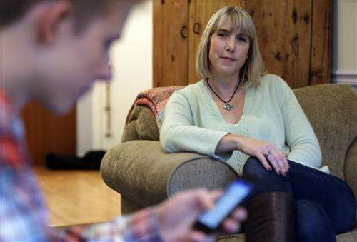 Docs to parents: Limit kids' texts, tweets, online