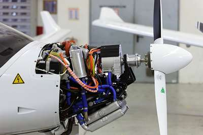 Electric hybrid drives for aircraft for Model aircraft electric motors