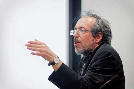 Lee Smolin describes a new model of the universe