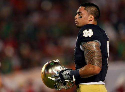 Manti Te'o of the Notre Dame Fighting Irish warms up on January 7, 2013 in Miami Gardens, Florida