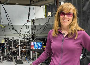 New compact atomic clock design uses cold atoms to boost precision