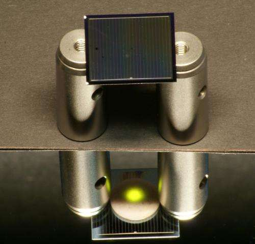 Solar cells utilize thermal radiation
