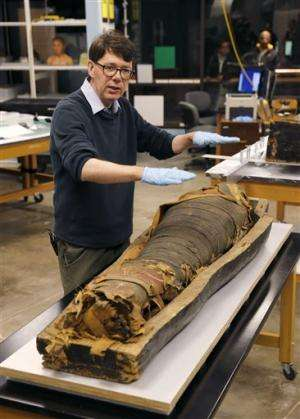 Chicago museum lifts lid on Egyptian mummy coffin