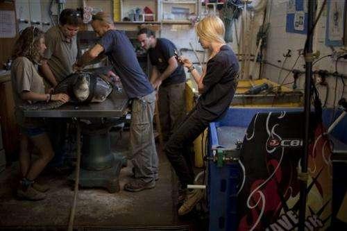Israeli team designs prosthetic fin to save turtle