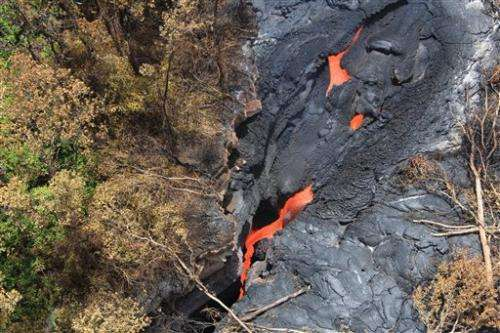 Lava in Hawaii flows 800 feet a day toward homes (Update)