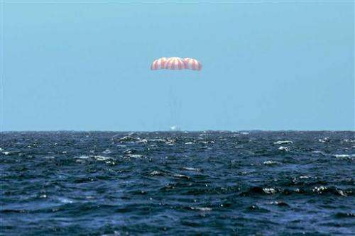 SpaceX Dragon returns to Earth from space station (Update)