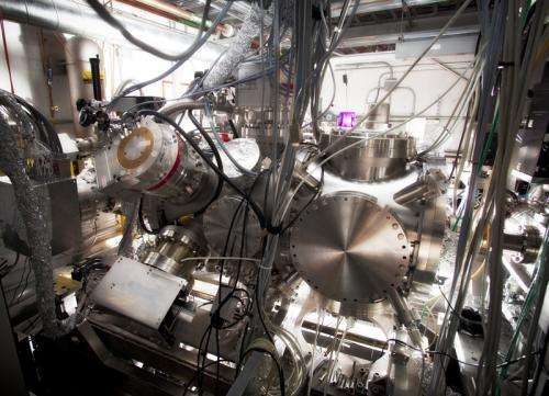 X-ray laser probes tiny quantum tornadoes in superfluid droplets