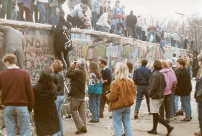 Research reveals Germans born after the fall of the Berlin Wall suffered from bad parenting