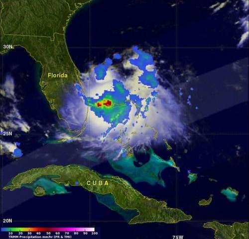 NASA's TRMM satellite spots heavy rainfall around Tropical Storm Arthur's center