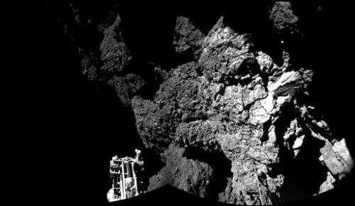 European probe plants thermometer on comet