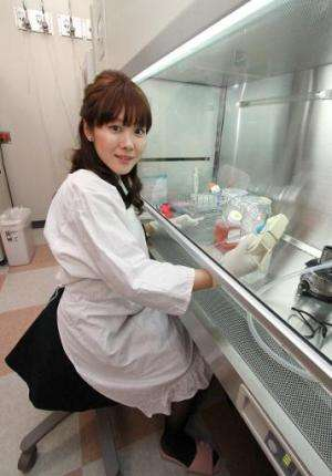 Haruko Obokata, Japan's Riken Institute researcher, works at her laboratory in Kobe, western Japan on January 28, 2014