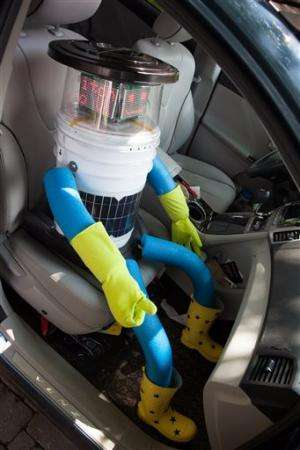 Hitchhiking robot charms its way across Canada