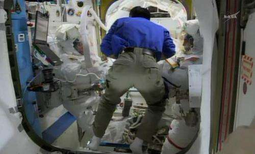 This April 23, 2014 NASA TV image shows International Space Station(ISS) astronauts Rick Mastracchio(L) and Steve Swanson(R) pre