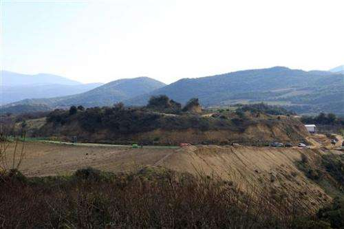 Search continues at ancient Greek burial mound (Update)