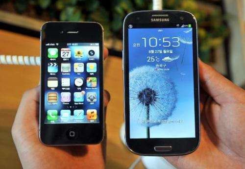 In this file photo, an Apple iPhone 4s (L) and a Samsung Galaxy S3 are seen at a mobile phone shop in Seoul, on August 27, 2012