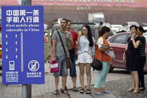 Chinese city creates cellphone sidewalk lane