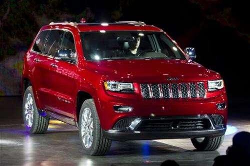 Chrysler recalls over 566,000 trucks, SUVs