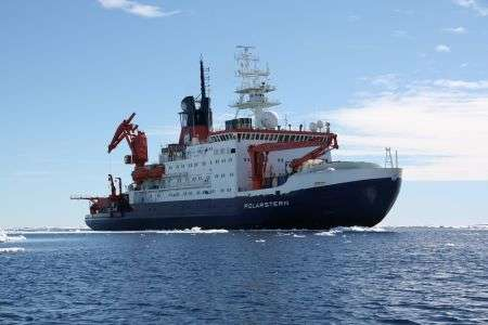 Climate researchers measure the concentration of greenhouse gases above the Atlantic