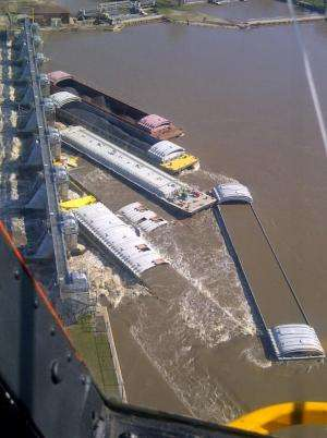 Damage assessment of runaway barges at Marseilles lock and dam
