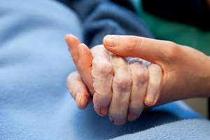 Early palliative care cuts costs for critically ill patients