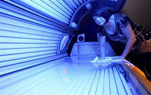 Gov't warns against indoor tanning for minors