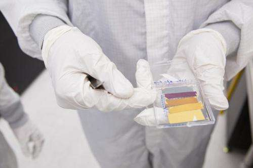 Hands on: Crafting ultrathin color coatings