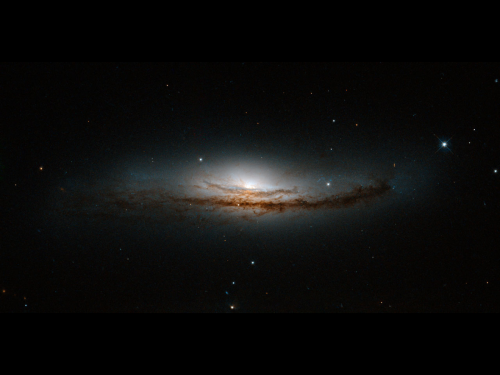 Hubble peers at the heart of NGC 5793