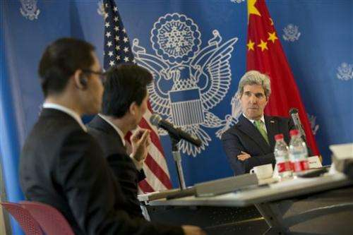 Kerry presses China to ease Internet controls
