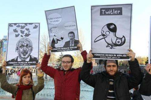 People protest in Ankara, on March 21, 2014 against Turkey's Prime Minister Tayyip Erdogan after the government blocked access t