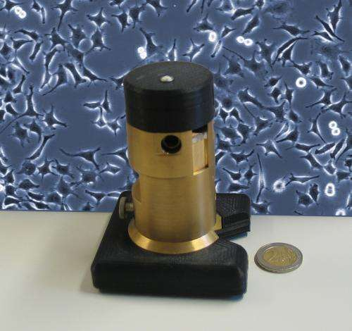 Extremely small-scale incubator microscope to examine cells in time lapse