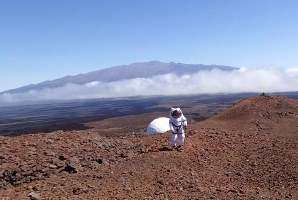 Preparing for manned missions to Mars, engineer trains on Hawaii volcano