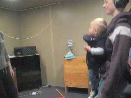 Helpful bouncing babies show that moving together to music builds bonds