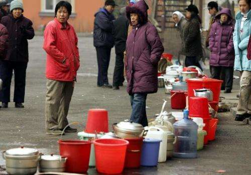 Residents still wait for water in the northern Chinese city of Harbin, 27 November 2005, after a massive benzene spill on the So