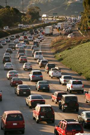 Solo hybrid drivers in carpool lanes amplify gridlock