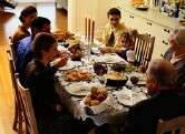 Teens who dine with their families may be slimmer adults