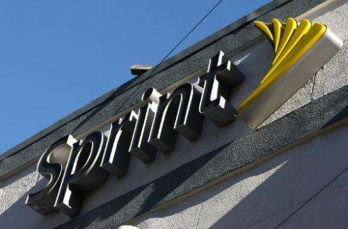US wireless carrier Sprint reportedly has decided to abandon a bid for rival T-Mobile, viewing the massive tie-up as unlikely to