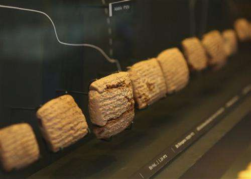 Ancient tablets displayed in Jerusalem fuel looting debate