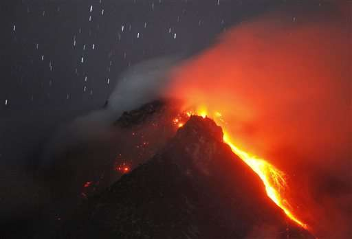 Indonesia evacuates more villagers from volcano area