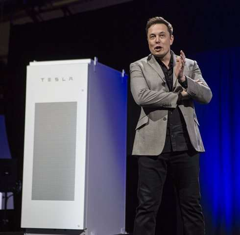Tesla CEO plugs into new market with home battery system (Update)