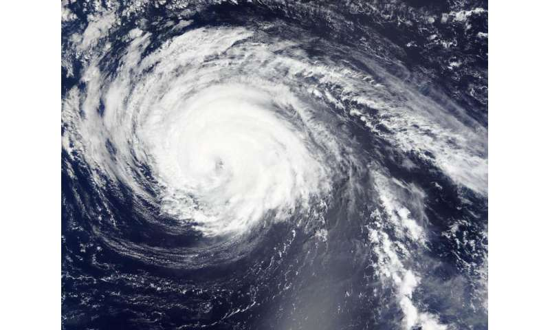 NASA sees Typhoon Kilo maintaining its eye