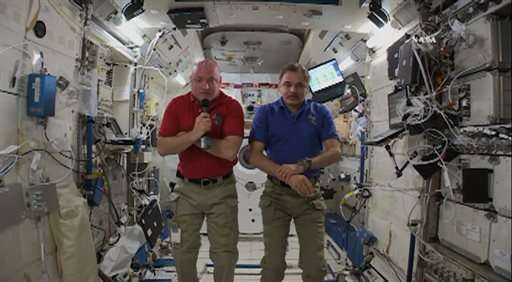 Space station astronauts get big screen, watch 'Gravity'