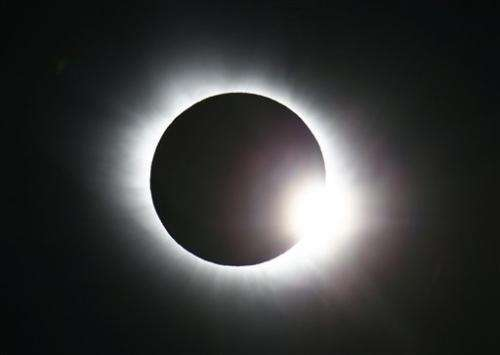 Ring of light: Total eclipse over Svalbard islands in Arctic (Images)