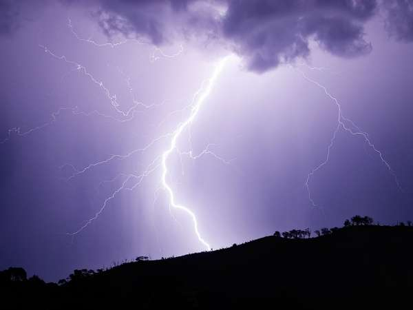Lightning reshapes rocks at the atomic level, study finds